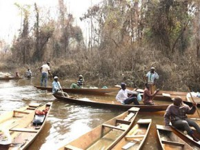 cameroon-onslought-of-more-than-6000-fishermen-on-fish-filled-waters-of-lom-pangar-dam