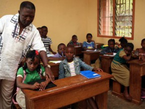 4620-electronic-school-bags-handed-out-to-promote-distance-education