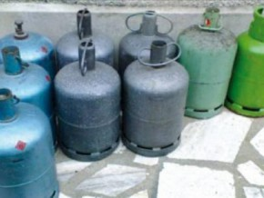 cameroon-domestic-gas-cylinders-seized-in-a-warehouse-which-became-a-siphoning-centre-under-the-cover-of-night