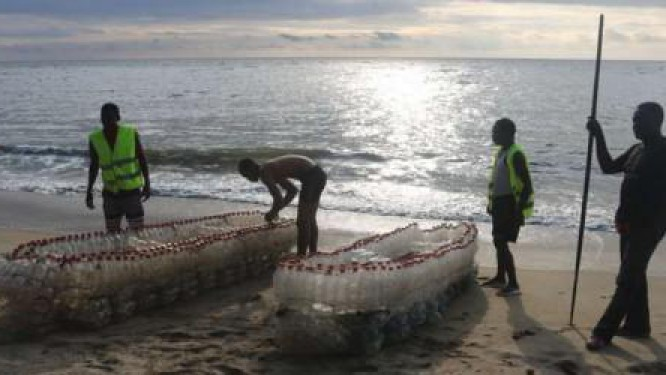 cameroon-to-protect-the-environment-ismael-essome-manufactures-canoes-by-recycling-plastic-bottles