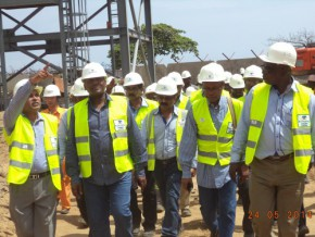 aliko-dangote-promises-to-set-up-cement-factory-in-cameroon-before-the-close-of-2014