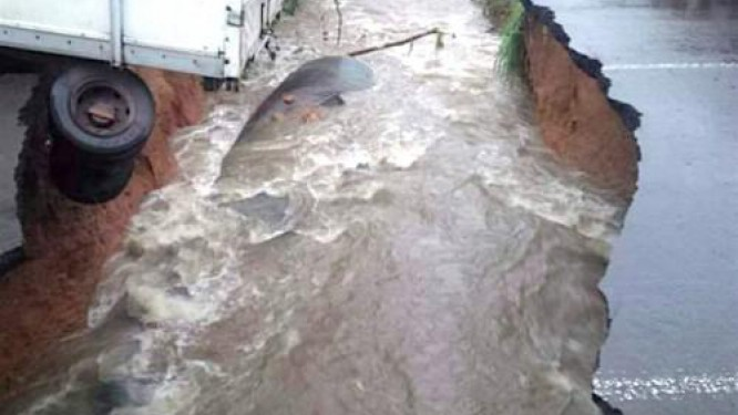 road-traffic-blocked-between-the-political-and-economic-capitals-of-cameroon-due-to-road-collapsing