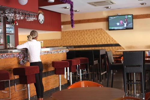 Cameroon: Pub house operators promise to reduce seating capacity by half to fight the Covid-19