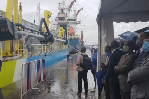 Douala port receives its new Easydredge 2700
