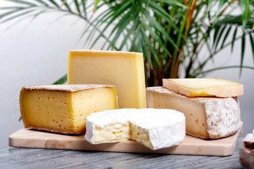 Cameroon imported 305 tons of cheese from France in 2018