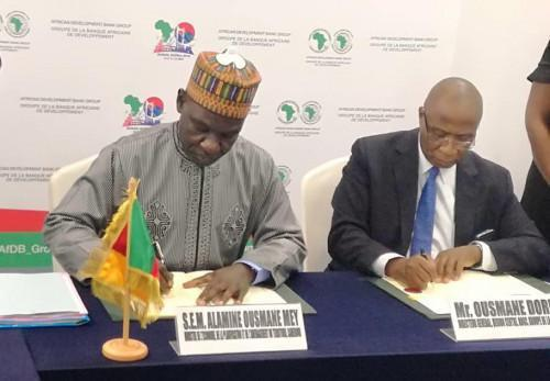 Cameroon signs three loan agreements for Logone Bridge and the rural electrification project