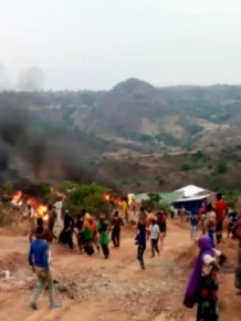 adamaoua-disgruntled-artisanal-miners-burn-chinese-firm-s-equipment-and-stone-local-authorities