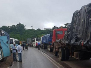 douala-yaounde-traffic-resumes-after-a-1-day-blockade-caused-by-road-workers-strike