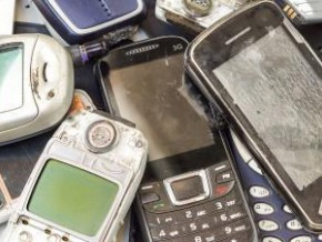 cameroon-13-tons-of-used-telephones-recycled-in-france-through-a-partnership-between-orange-and-local-ngo